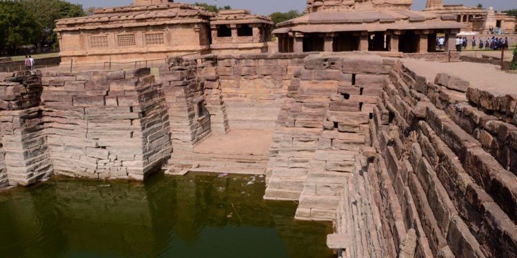 Stepwell in Aihole, Photo of temples in Aihole, Temples in Aihole