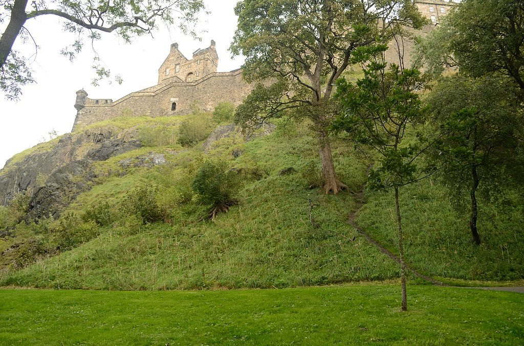 Edinburgh castle, literary tour of Edinburgh, Edinburgh old town