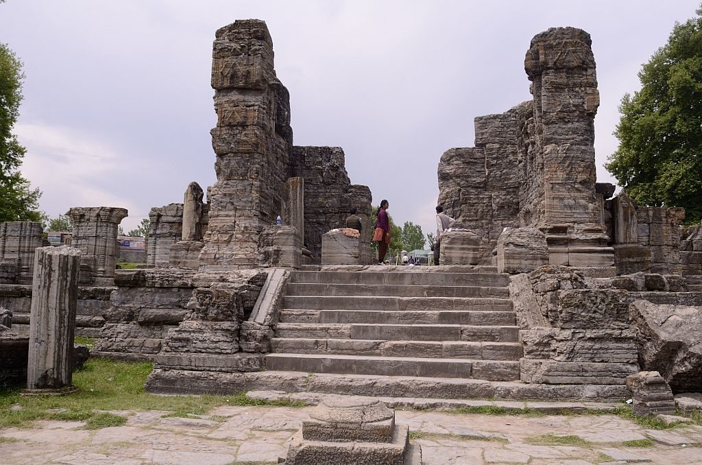 Steps leading to the Avantiswami temple