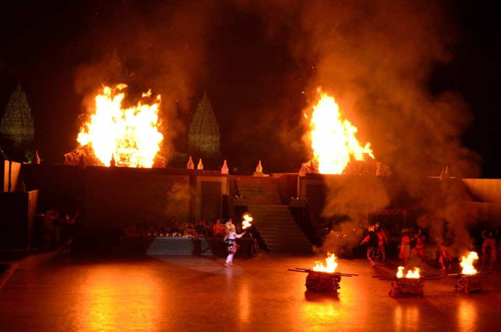 Hanuman setting fire to Ravana's palace, traditional dance in Indonesia, Indonesian dance