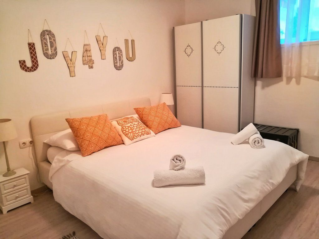 Six reasons why you must be using airbnb in europe and my for Split room