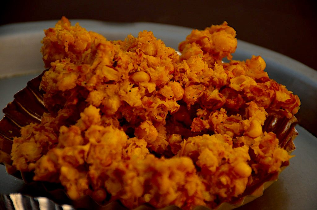 places to eat in Lonavala, Lonavala chikki, pakoda