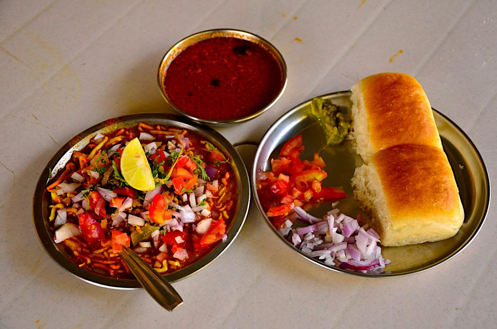 places to eat in Lonavala, Lonavala chikki, misal pav