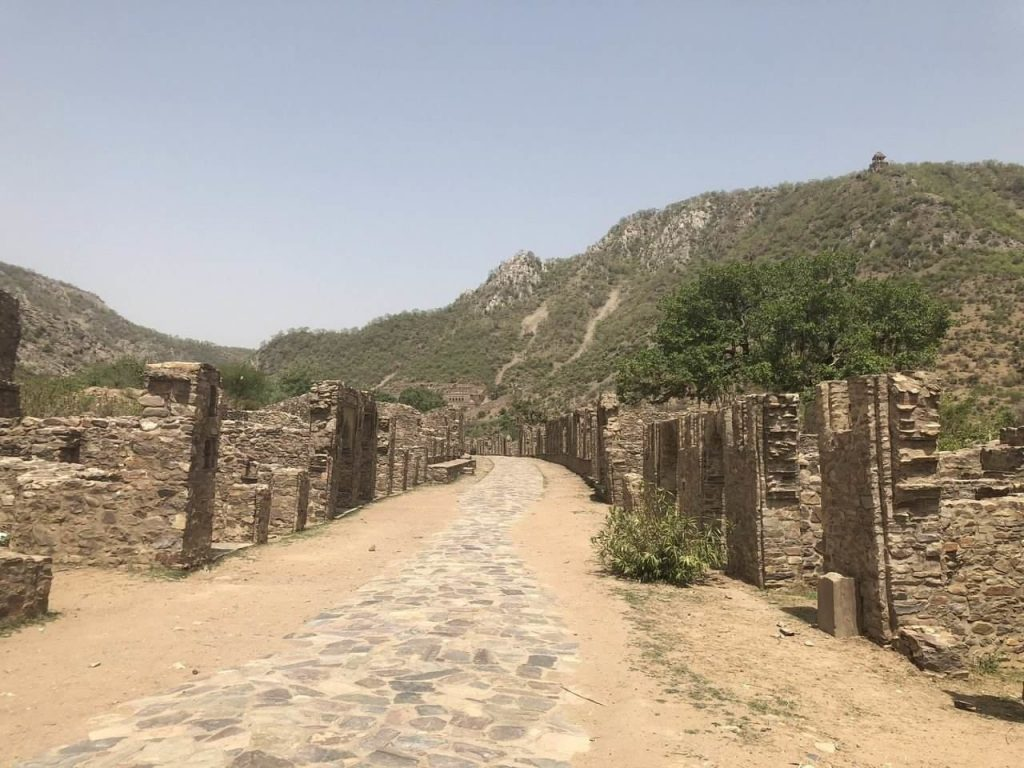 Bhangarh Fort Rajasthan, story of Bhangarh Fort, ghost towns in India, top ten haunted places in India