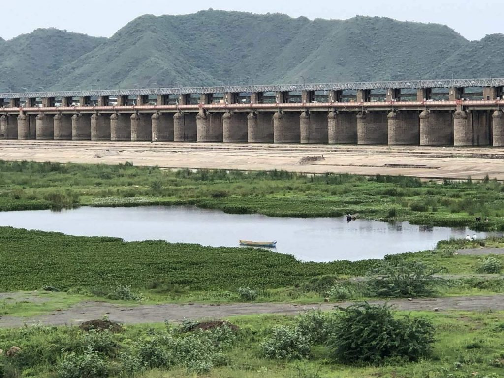 Prakasam Barrage, Places to see in Vijayawada, tourist places near Vijayawada, things to do in Vijayawada, Vijayawada sightseeing places